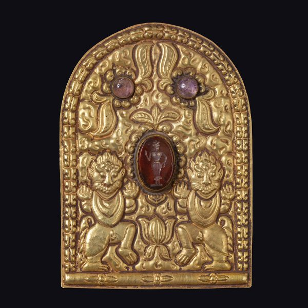 Angkorian gold medal with amethyst and agate intaglio
